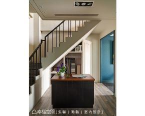 美式 商空 楼梯图片来自幸福空间在优雅俏皮的158平美式空间的分享