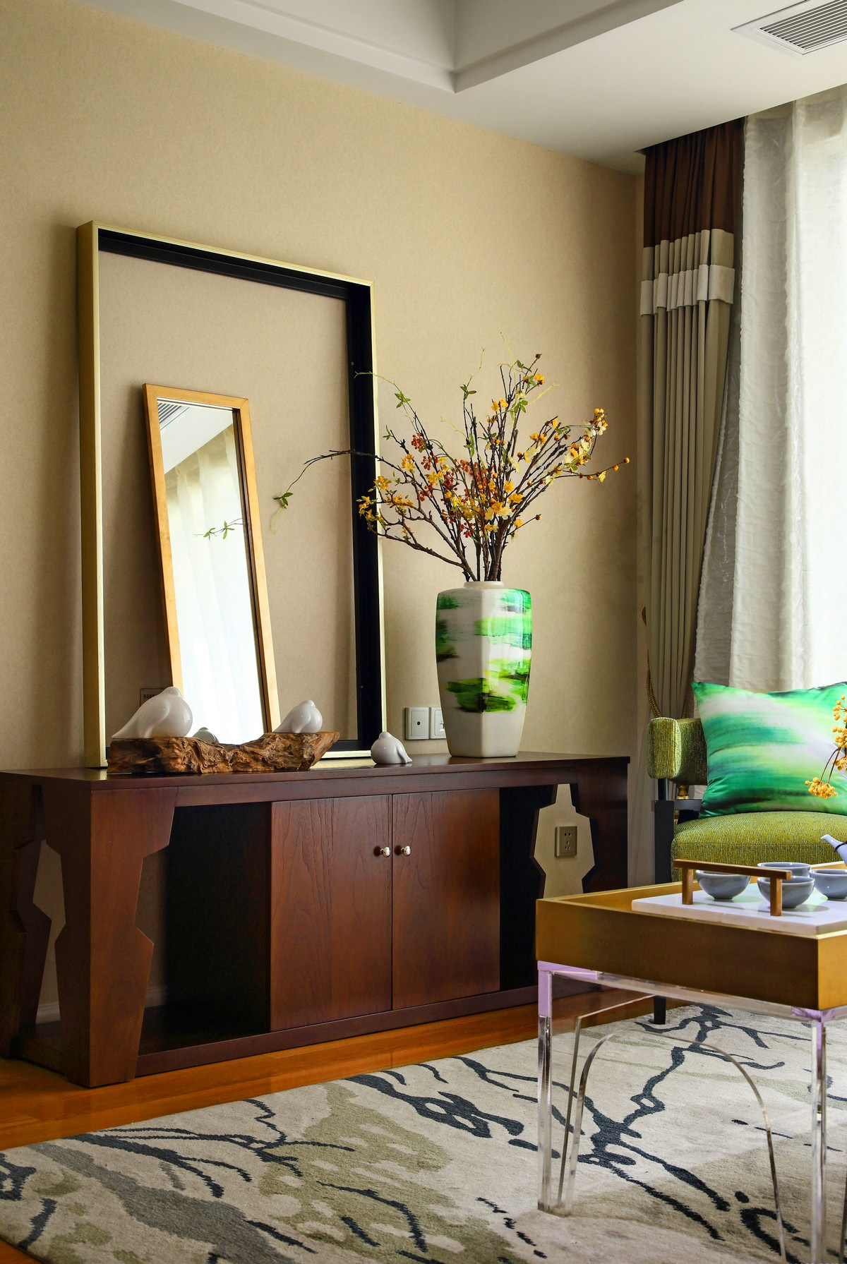 80后 客厅图片来自唯真装饰在典雅中式风的分享