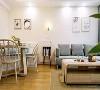 客厅  放置一些原木的家具  温馨有格调
