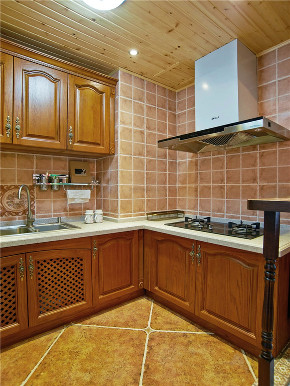 美式 三居 四居 大户型 复式 跃层 小资 80后 厨房图片来自高度国际姚吉智在150平米美式沉稳雅致的小资生活的分享