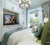 主卧室是最具有隐私性的空间,主卧色调与客餐厅统一,给人一种舒适的感觉,代表性的装饰和家具使得房间第一感觉就是阳光,海岸,蓝天,仿佛沐浴在夏日海岸明媚的气息里。