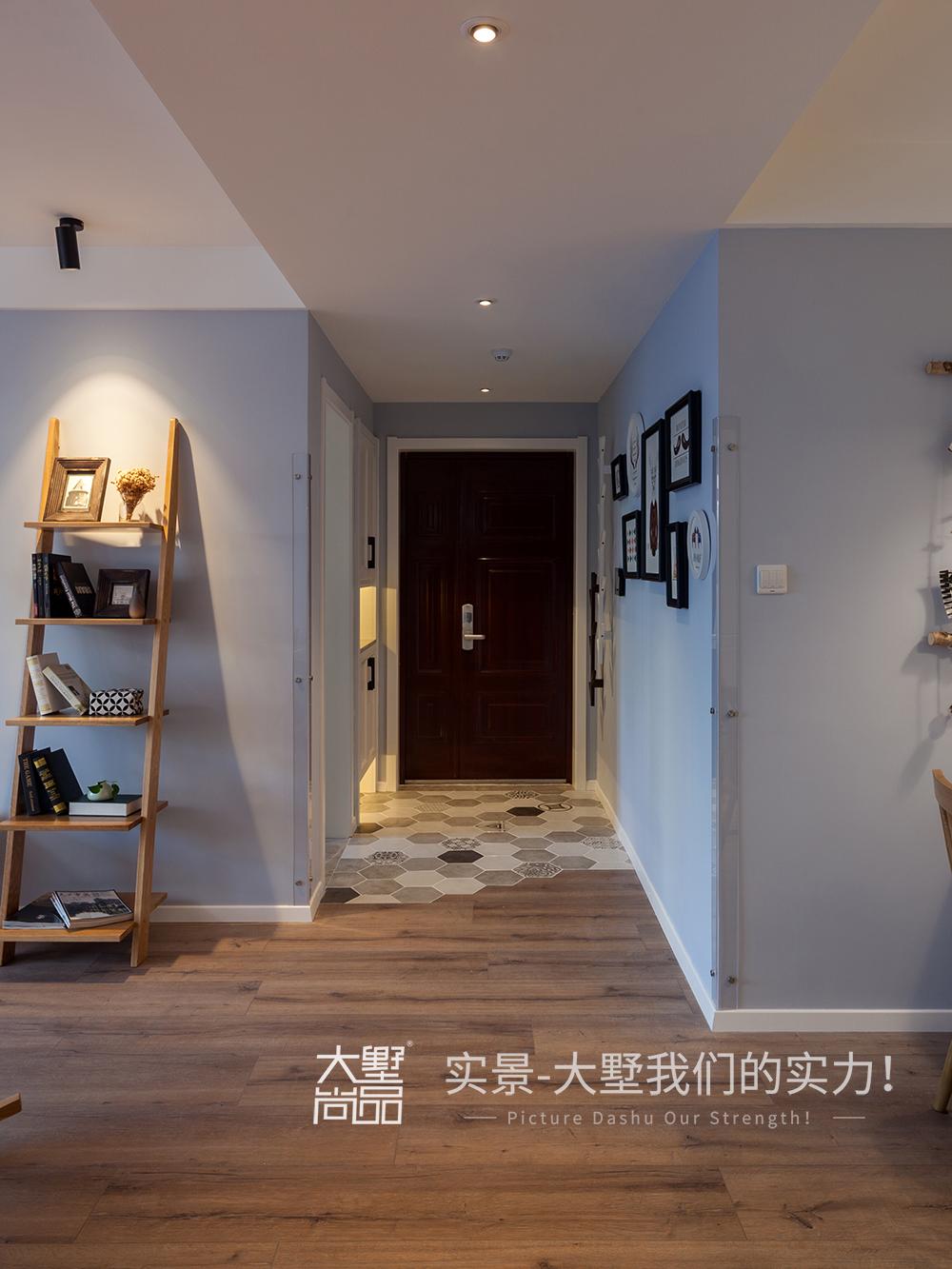 玄关图片来自大墅尚品-由伟壮设计在清爽北欧公寓·初夏的海风的分享