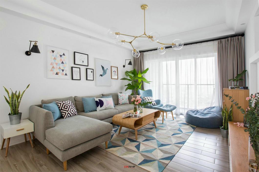 简约 欧式 田园 混搭 二居 三居 别墅 白领 收纳 客厅图片来自金空间装饰集团在北辰中央公园 现代简约风的分享