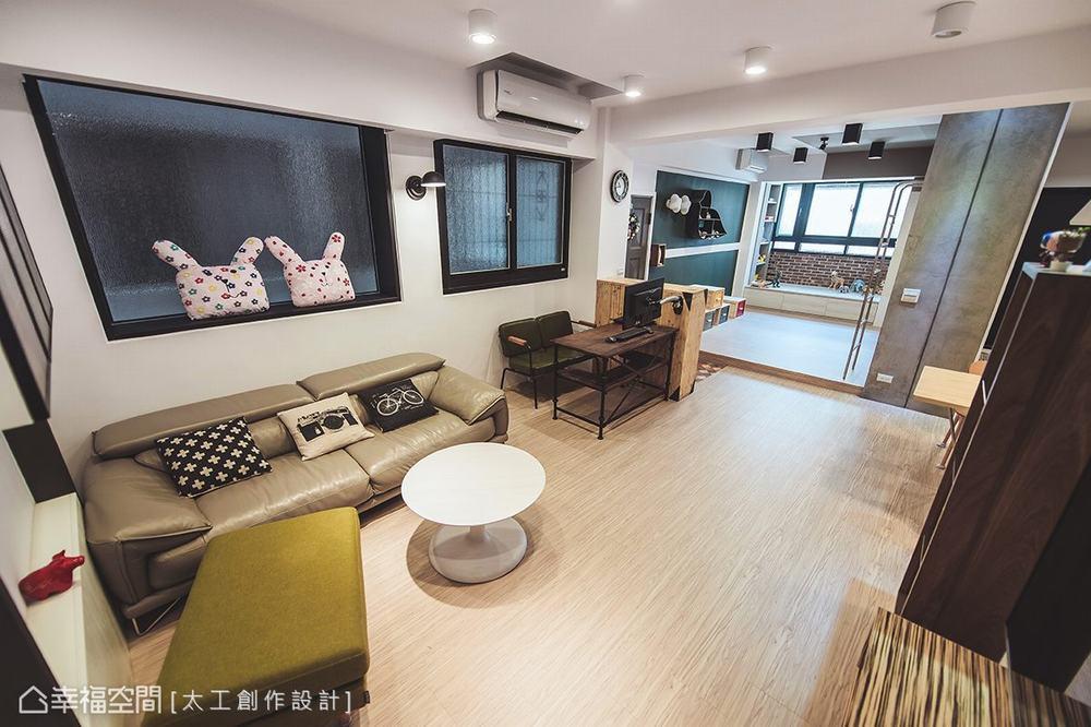 二居 旧房改造 休闲 客厅图片来自幸福空间在七刀破难!与40年老公寓的对决的分享