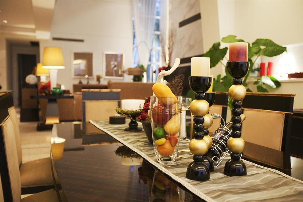 餐厅图片来自我是小样在东方米兰四室216平现代简约风格的分享