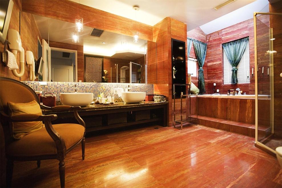 四居 现代 简约 东方米兰 峰光无限 卫生间图片来自我是小样在东方米兰四室216平现代简约风格的分享