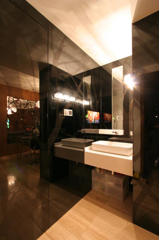 卫生间图片来自西安峰光无限装饰在紫境城三居142平现代简约风格的分享