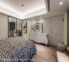 主卧房利用鹅黄跳色展现南法风情,使其延续整体欧式风格,并暖化卧室的休息氛围。