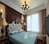 主卧打造了一款低奢的卧房,通过软化金碧辉煌的色调,温馨而浪漫的橘黄色灯光,加上床头壁灯的配合,有起到一个画龙点睛的作用,凸显出整间卧室的亮点,给我们从视觉到心灵的震撼感。