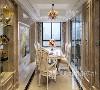 餐厅沿用了与客厅相同的风格,良好的采光显得空间干净明亮,背景墙挂画点缀,自然清新,灯饰大气典雅,精心搭配的花篮使整个空间弥漫着浪漫的味道。