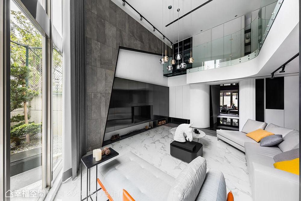 跃层 旧房改造 现代 客厅图片来自幸福空间在317平旧楼变身纽约艺术宅的分享