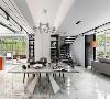 不同层次的白,不只体现于地面、壁面、立面,更以订制餐桌及前卫灯具的质材纹理,交迭出精采多变的白色情境。