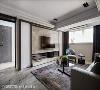杨焕生与郭士豪设计师利用多样石材搭配,堆栈电视主墙的视觉层次,呈现高雅大器的空间气度。