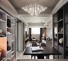 餐厨区选搭一盏精致的水晶灯具,成为空间中的视觉焦点,为用餐时光挹注一抹高雅氛围。