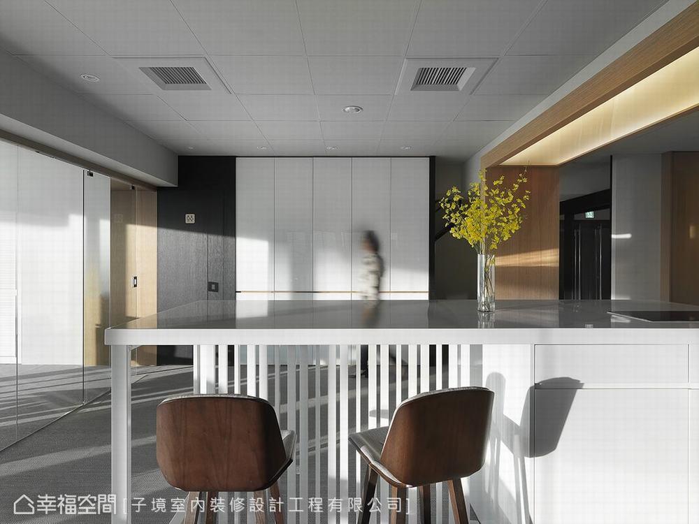 工作空间 现代 厨房图片来自幸福空间在工作日小确幸 舒适度满分办公室的分享