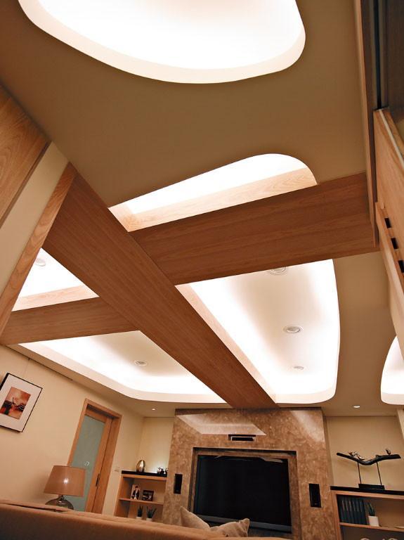 三居 简约 现代 风憬天下 峰光无限 客厅图片来自我是小样在风憬天下三室123平现代简约风格的分享