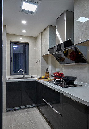 现代 混搭 三居 白领 厨房图片来自家装大管家在秀外慧中 116平现代混搭风3居的分享