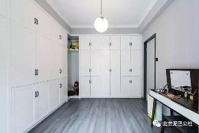 三居 白领 80后 混搭 简约 衣帽间图片来自北京泥巴公社官微在132㎡三室改两房,打造温馨小窝的分享