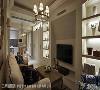 从玄关开始便规划丰富的收纳柜与展示机能,并与电视主墙相结合,创造和谐的立面视觉。