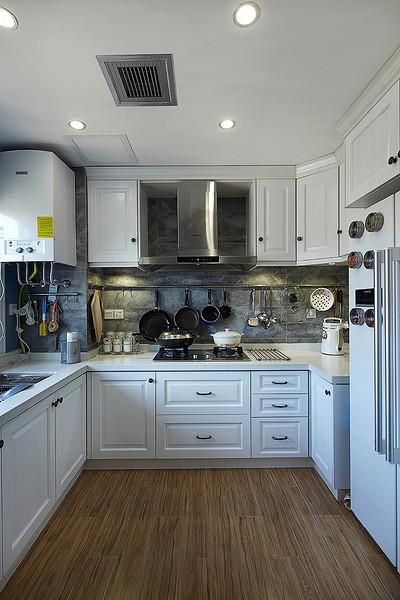 厨房图片来自家装大管家在缔造时尚 158平美式混搭时尚居的分享