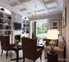 一楼客厅大量运用偶是元素的风格,吊顶采用石膏板进行分块,并且在造型上运用欧式石膏线,突出欧式元素。因为简欧的需要,所以沙发并没有采用传统的欧式沙发,而是简约的沙发造型带上欧式的皮面,配饰的传统元素。