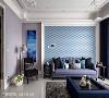空间中以靛紫色为题,挥洒于订制家具、沙发主墙与壁面上,体现雍容与精致空间的神采。