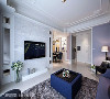 本案的设计重点,除了追求简单与舒适感外,更挹注新古典及当代的元素,让场域铺述细腻质感。
