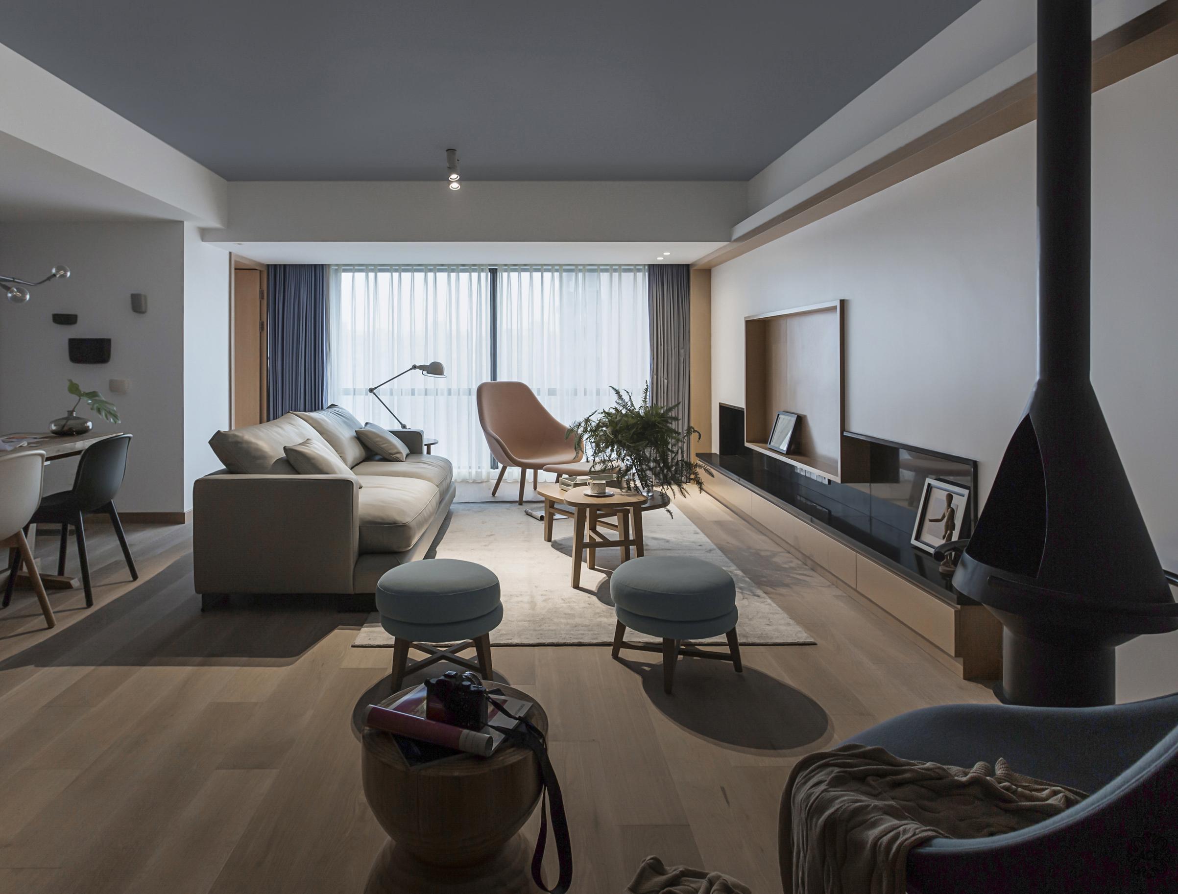 客厅图片来自谢辉室内定制设计服务机构在温情容器的分享