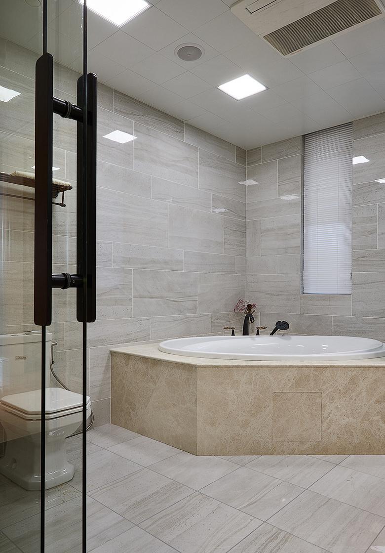 卫生间图片来自家装大管家在145平新古典雅致3居 别有风情的分享