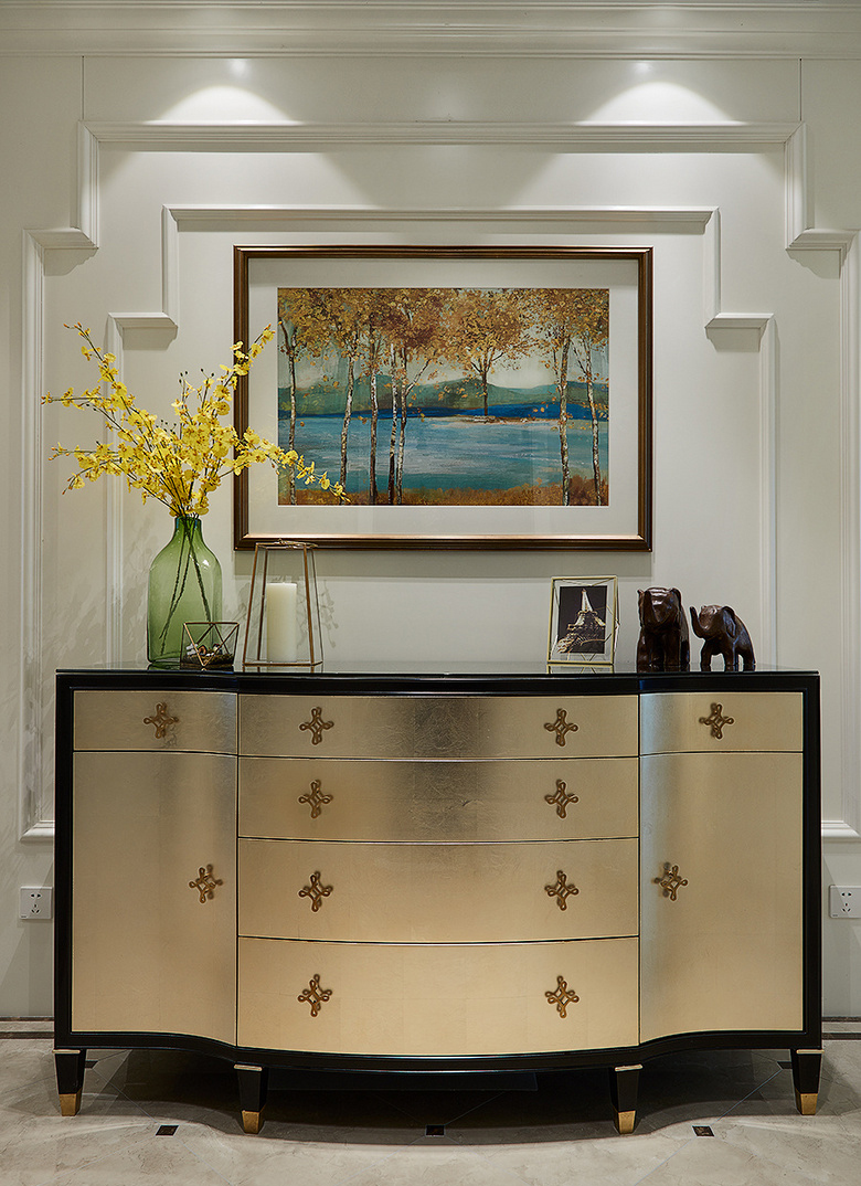 客厅图片来自家装大管家在145平新古典雅致3居 别有风情的分享