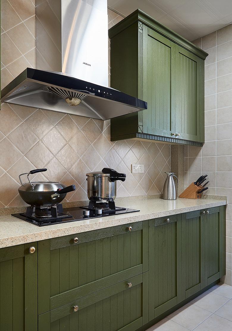 厨房图片来自家装大管家在145平新古典雅致3居 别有风情的分享