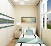 卧室其他空间没有复杂的吊顶,都是简单的平顶和石膏线做圈边,想让其空间显得更大。客餐厅同样选择的是石膏线,在过道吊的平顶作为空间区分。