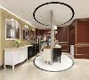 200平米的空间设计出19个商品展示区,其中含有一体化的双门厅接待区、客厅区、餐厅区、酒窖及酒吧区、书房、衣帽间、储物间及12个实木浴室柜的商品展示区域,一体化家居馆。