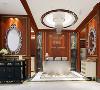门厅设计:天圆地方的设计理念,专属定制弧形吧台,加以不同灯光的设计,营造奢华的展示空间。