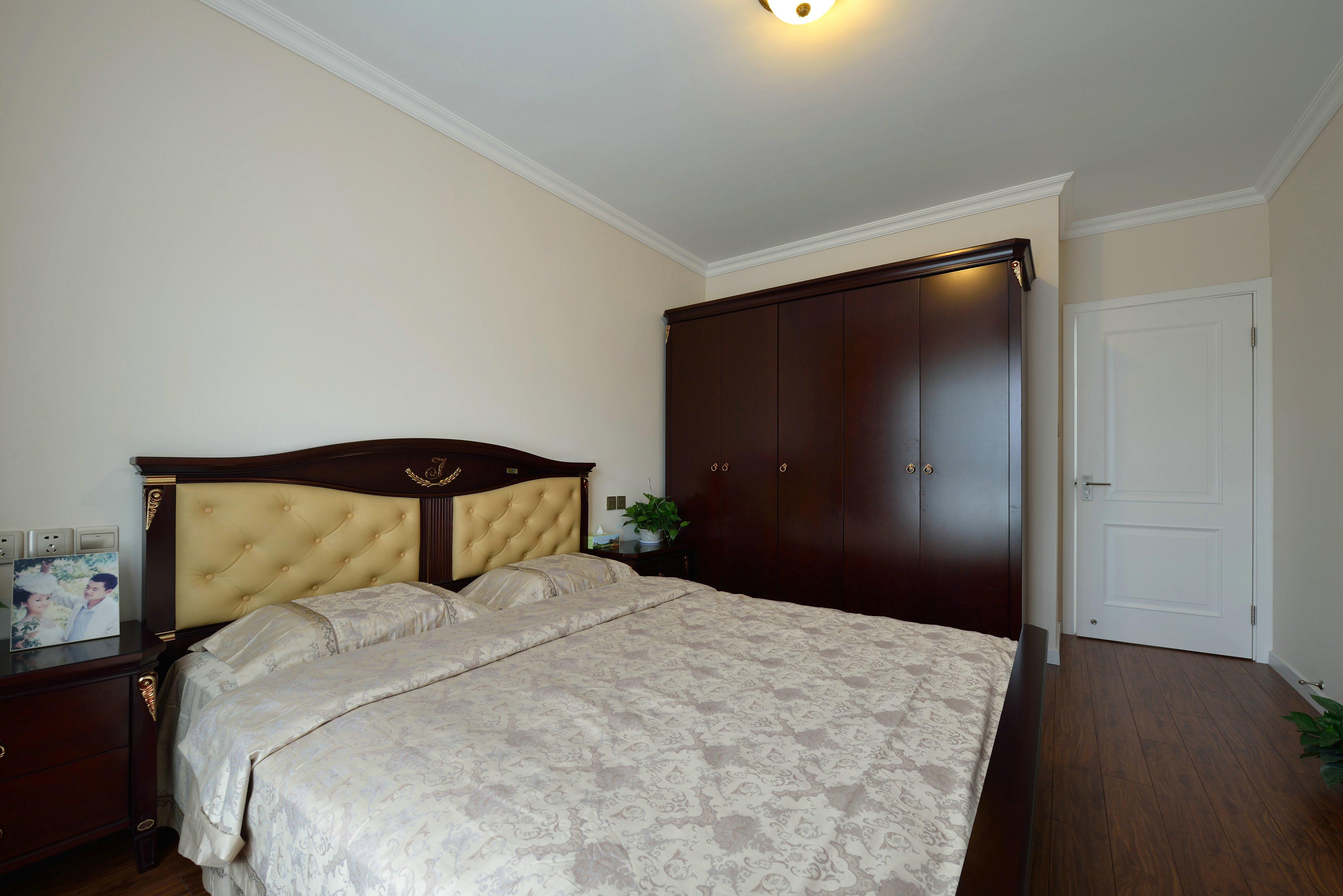 三居 卧室图片来自金煌装饰有限公司在没有吊顶的简欧风格的分享