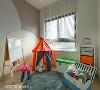 壁面采三种漆面涂料表现场域青春活泼感受,因考虑小孩年龄尚小,故将小孩房暂时作游戏室使用。