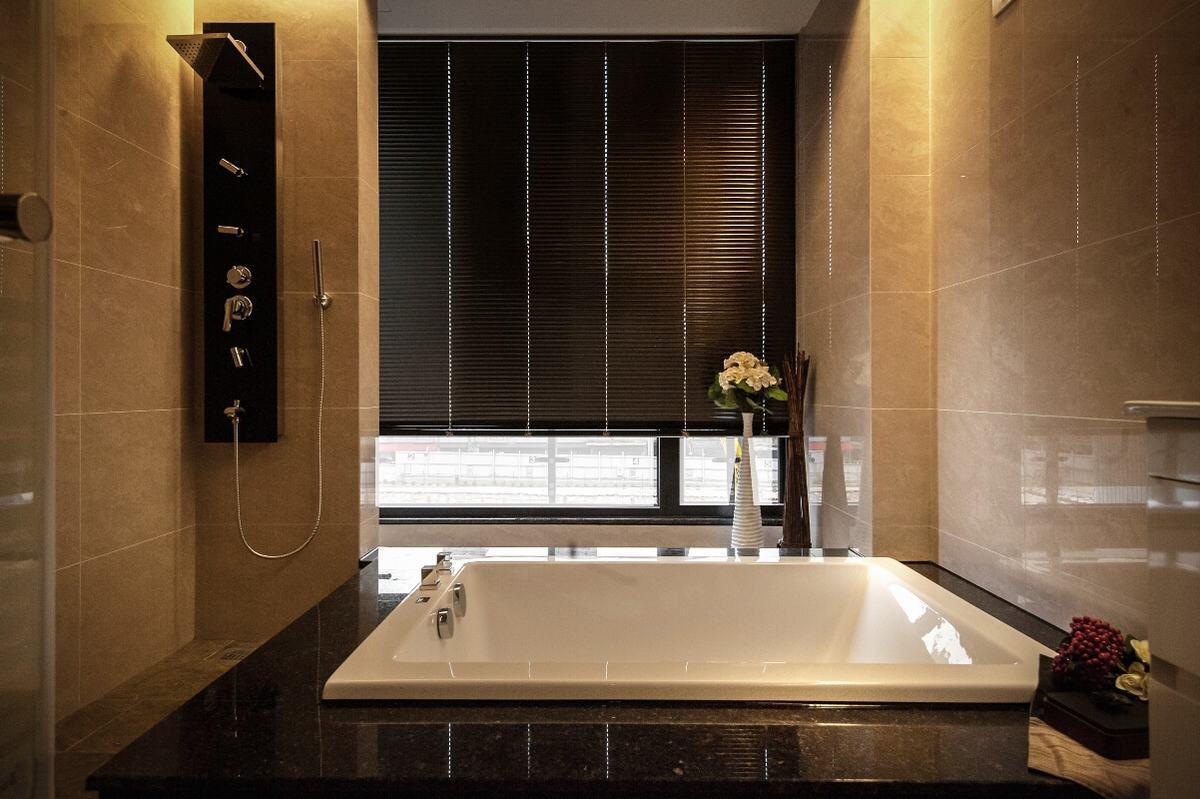 卫生间图片来自我是小样在曲江紫汀苑三室148平现代简约的分享