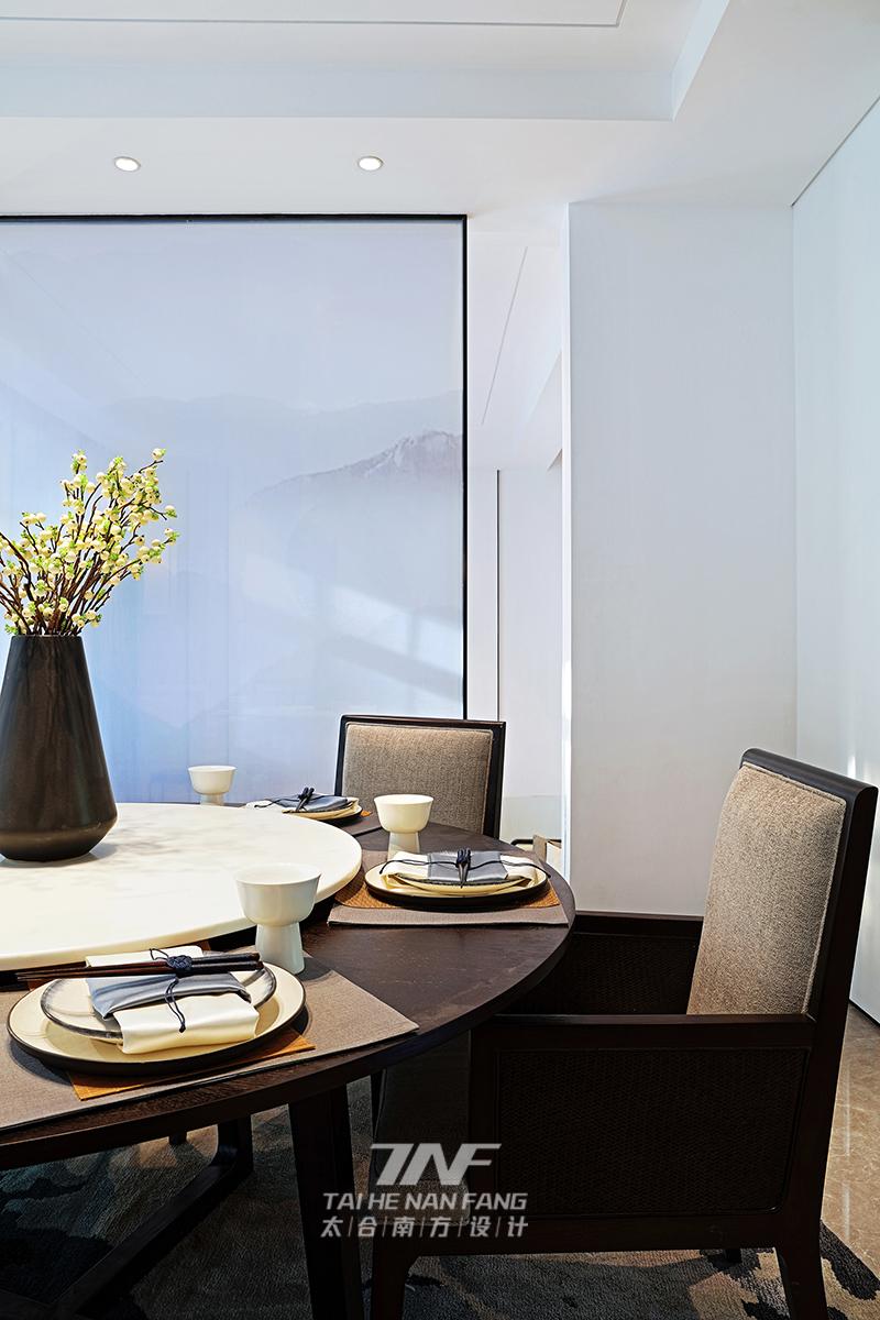 冠亚宽庐 别墅设计 王五平设计 豪宅设计 餐厅图片来自乐粉_20180511102030523在默认专辑的分享