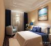 卧室墙以白色为主,采用的双层吊顶使卧室更加的有层次感,卧室以浅色调为主,白色蓝色充分的体现出了地中海的风格,白色的床与蓝色的床头柜相呼应。