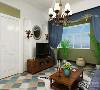 客厅与餐厅采用了工艺性的吊顶加上吊灯,整个房间采用了木纹的踢脚线以及绿色的壁纸,电视背景采用白色石膏板 被和尚工艺性的壁灯,与蓝色的沙发相呼应
