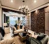客厅以冷静线条分割待客空间和茶区,免去一切繁杂与装饰,原露台扩进室内设置成品茶区域,在静逸雅致的茶区中平和身心,以茶会友,品味生活中的闲时情趣。