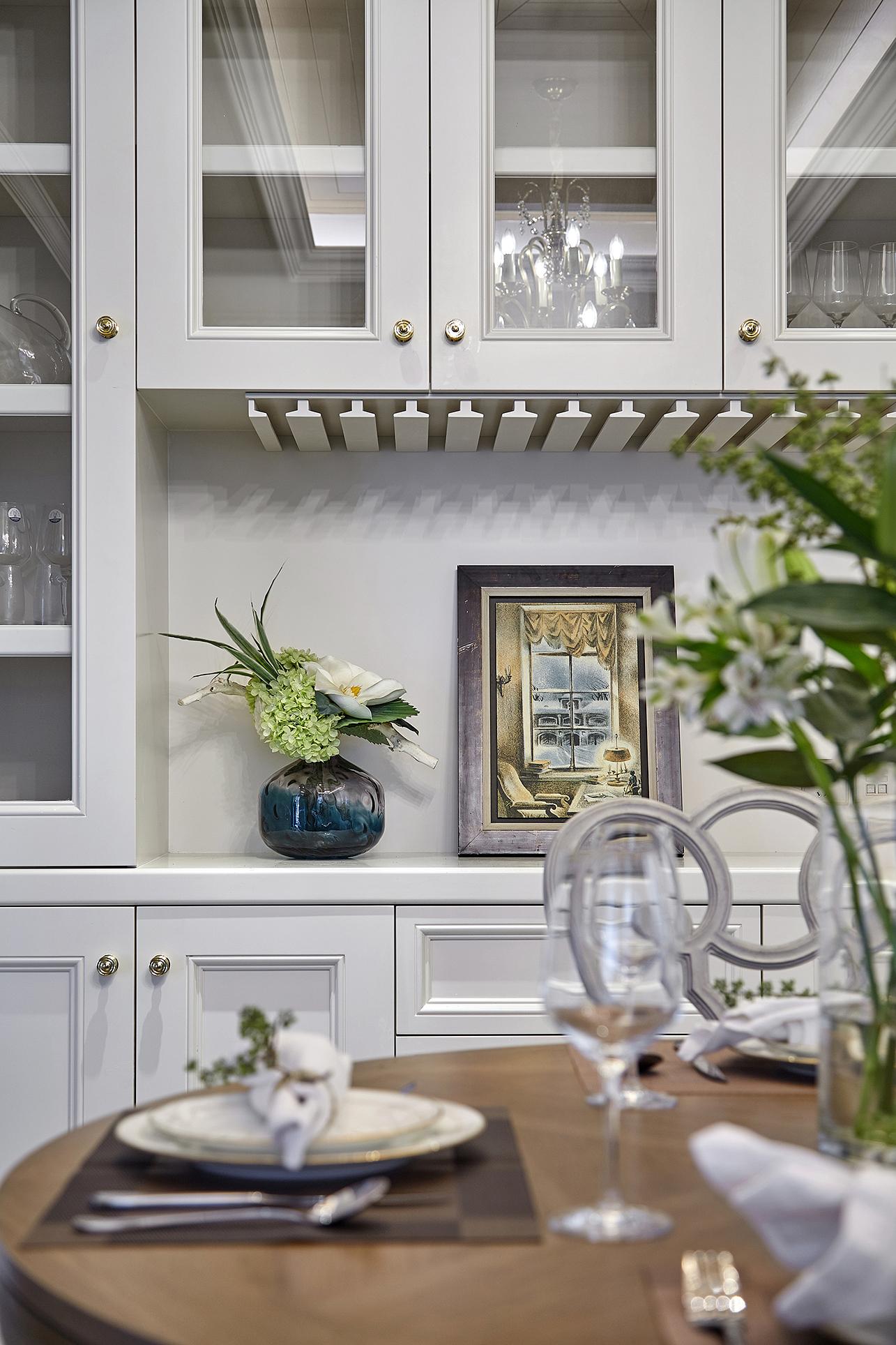 欧式 别墅 餐厅图片来自尚舍设计在半山,把自然还给生活。的分享