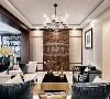 客厅空间对称的结构、材质的运用及软装陈列方式都体现出中式的韵味与仪式感,在东方美学被不断提起的今天,呈现出一种开放的姿态,并保持自我的风格
