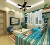 客厅吊顶为单面直线发光灯池吊顶,地面铺600*600仿古地砖,电视背景墙以简单的蓝色隔板造型为主,搭配标志性的地中海装饰品,简单的诠释了地中海风格的特点