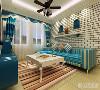 沙发背景做了假墙与假窗,搭配蓝色条纹的沙发,使原本看似空洞的墙面增添了一丝新颖,简单却不乏味。