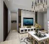 客厅的设计中,电视背景墙采用中间白色文化砖加两边茶色镜面装饰背景墙,沙发背景墙采用深灰色布纹壁纸装饰,墙面加了黑色镜面置物架