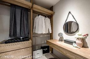 二居 现代 大户型 衣帽间图片来自幸福空间在神来一笔 231平简约时尚居家的分享