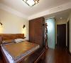 楼层较低,卧室过道长将客卫设置为干湿分区在视觉上扩充宽度同时地面采用双线条砖造型弱化延长感。