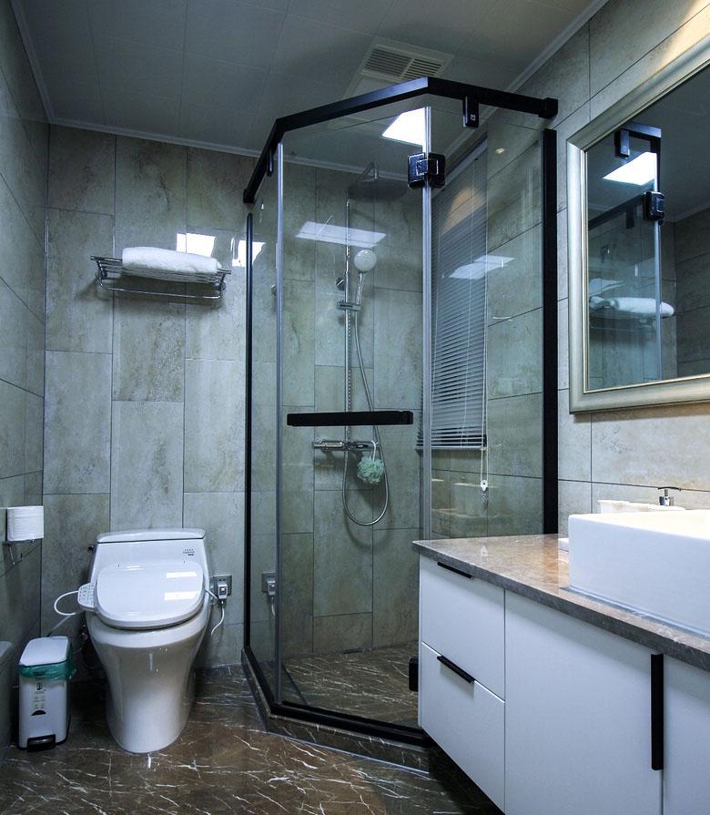卫生间图片来自家装大管家在128平现代简约3居 年轻人轻奢风的分享
