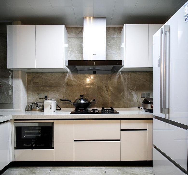 厨房图片来自家装大管家在128平现代简约3居 年轻人轻奢风的分享